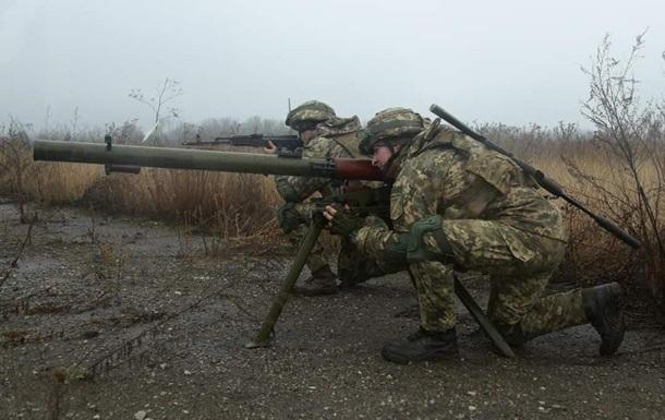 На Донбасі за добу 10 обстрілів
