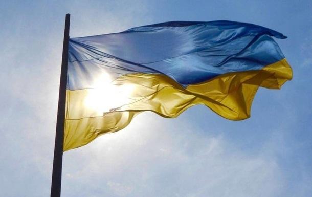 В Киеве главный флаг Украины приспустили из-за ветра