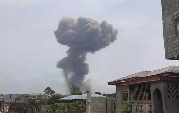 Сотні людей були поранені в результаті вибухів на військовій базі у Гвінеї