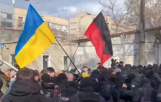 У Києві біля суду у справі Шеремета виникли сутички