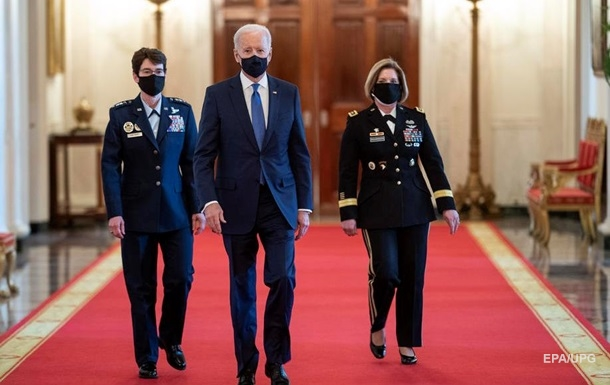 Джо Байден забув ім я міністра оборони на церемонії