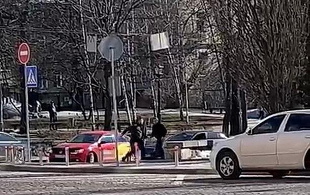 Сварка двох водіїв у центрі Києві закінчилася різаниною