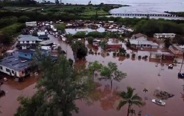 На Гаваях повінь зруйнувала будинки і мости