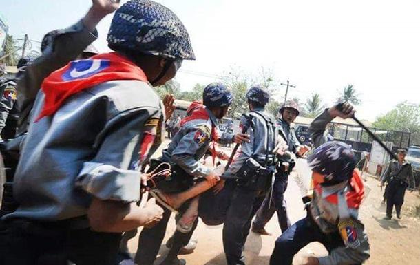 ООН: На протестах в Мьянме убиты почти 70 человек