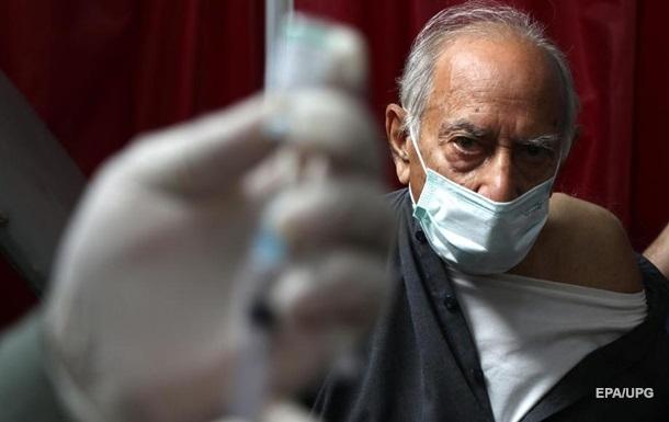 Фінляндія схвалила вакцини AstraZeneca для людей у віці за 70 років