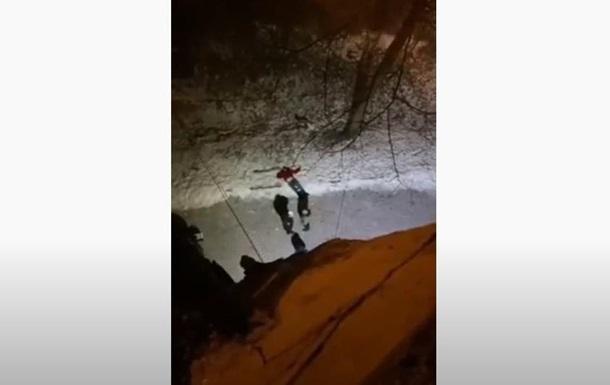 У Львові чоловік впав з моста і розбився