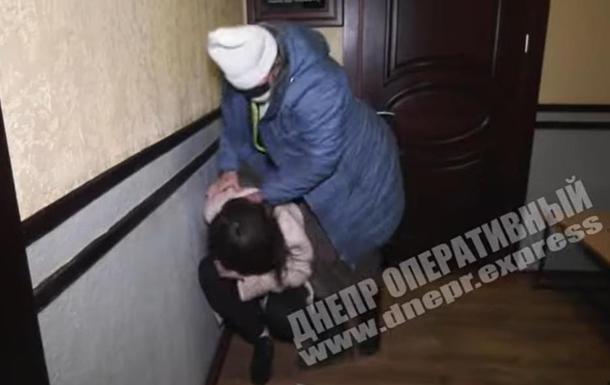 Журналістка вдарила колегу в суді Дніпра