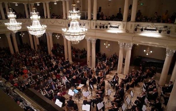 У філармонії Києва оригінально вирішили питання соцдистанції