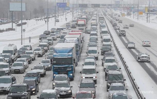 До Києва обмежили в їзд транспорту через снігопад