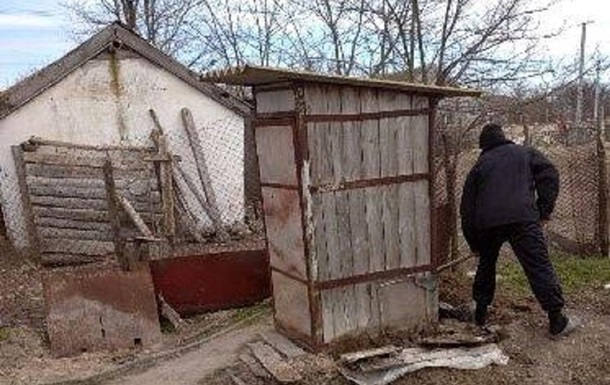 На Херсонщині у вуличному туалеті знайдено тіло новонародженого