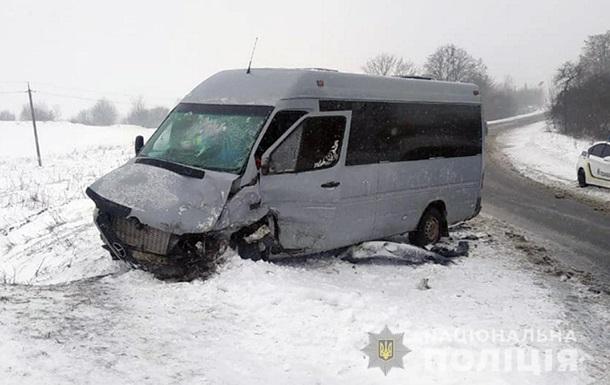 В Хмельницкой области семь человек пострадали в ДТП