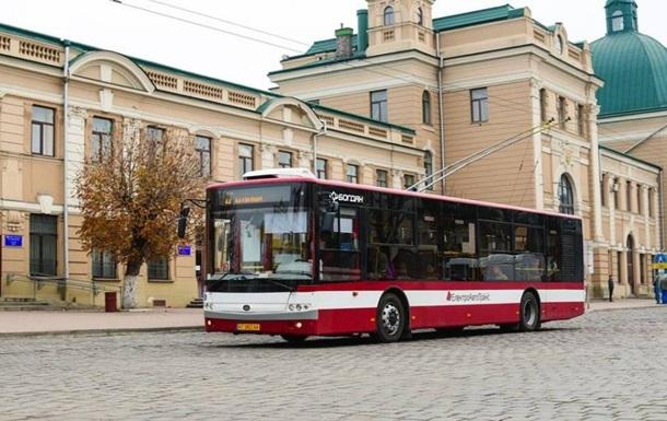 В трех украинских городах из красной зоны пустили троллейбусы