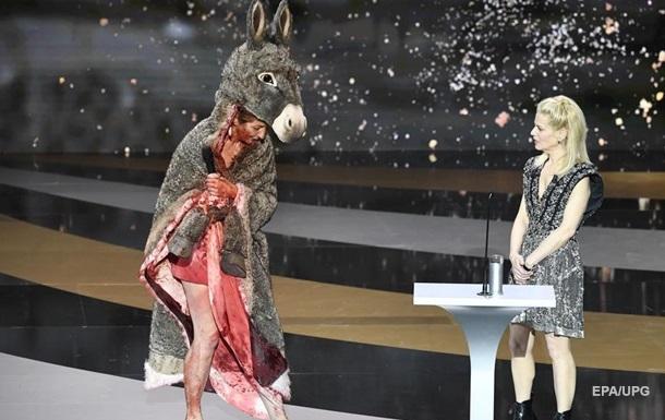 Актриса роздяглася на врученні премії Сезар