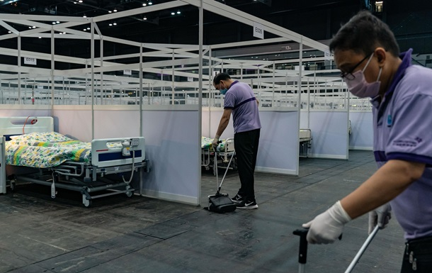 У Гонконзі двоє людей померли після вакцини