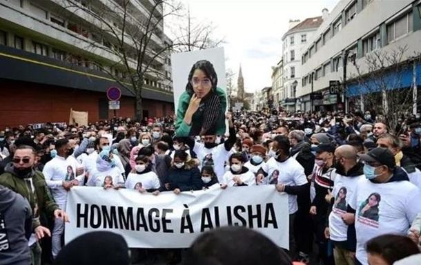 Під Парижем відбулася масова акція через вбивство дівчинки