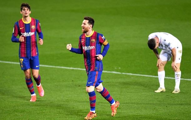 Дубль Месси помог Барселоне победить Уэску