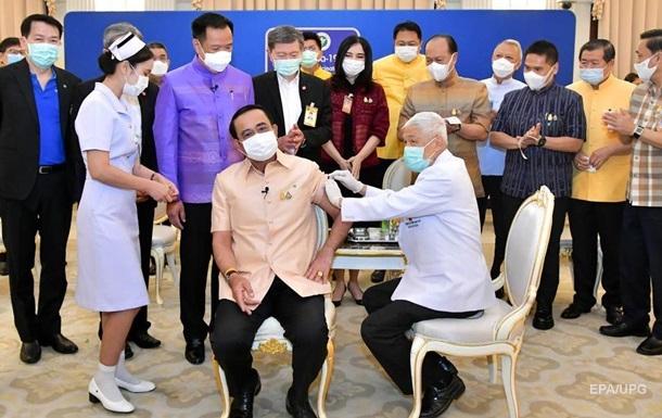 Премьер Таиланда сделал COVID-прививку вакциной AstraZeneca