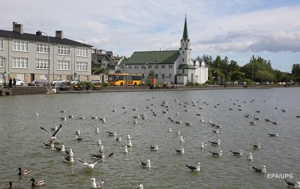 Исландия открывает границы для привитых иностранцев