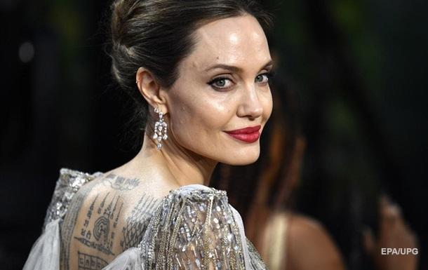 Анджелина Джоли заговорила о домашнем насилии со стороны Брэда Питта