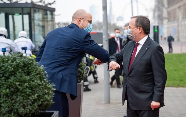 Шмыгаль в Германии проводит встречу с Лашетом