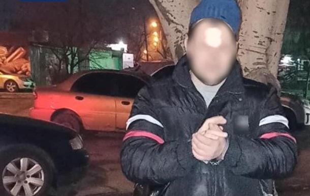 На улице Запорожья пьяный мужчина устроил стрельбу