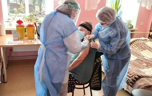 В Украине новый рекорд по вакцинации от COVID-19