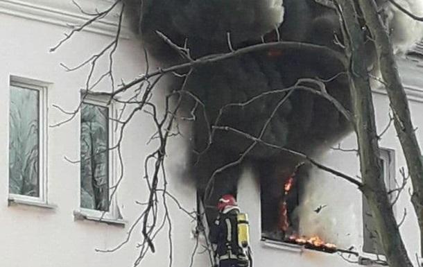 У Києві рятувальники ліквідували пожежу в гуртожитку