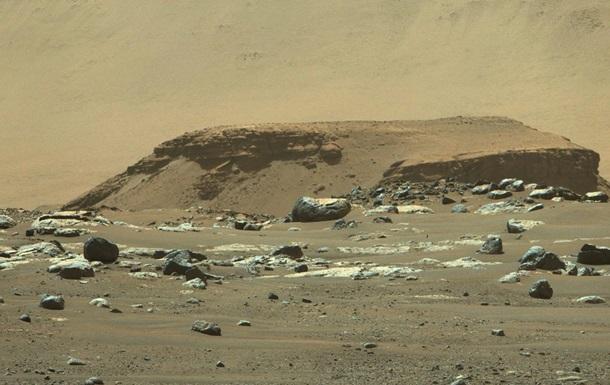Сховалася в породі. Таємниця зникнення води Марса