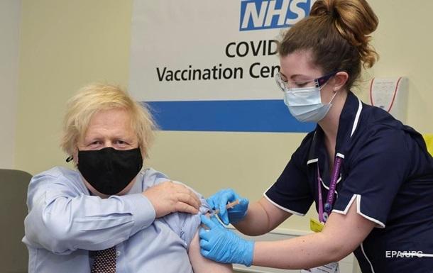 Прем єр Британії Борис Джонсон прищепився вакциною AstraZeneca