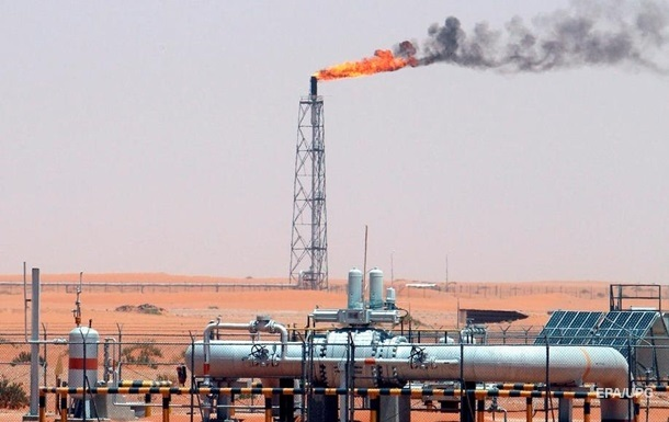Чистая прибыль крупнейшей нефтекомпании в мире сократилась почти вдвое