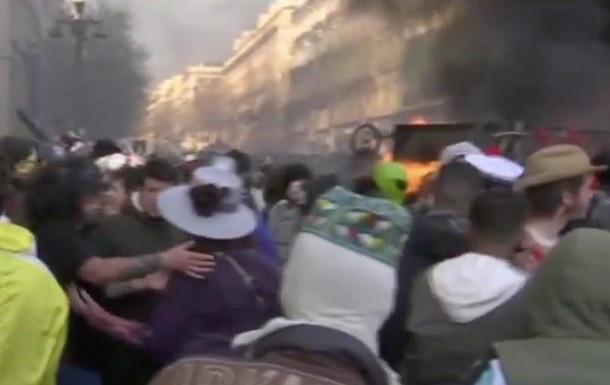 В Марселе из-за пандемии разогнали карнавал