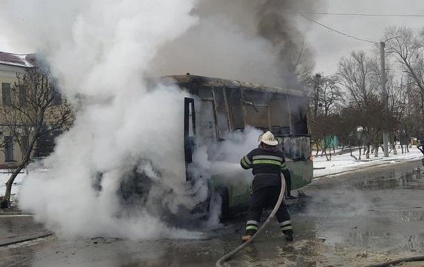 Под Киевом взорвалась и загорелась маршрутка