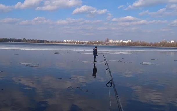У Києві спінінгом врятували дитину із крижини