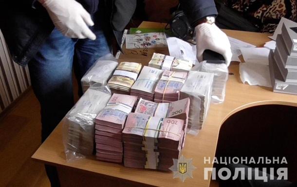 В Україні шахраї через фінансову піраміду обдурили 55 тисяч осіб