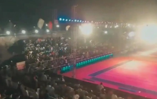 В Индии рухнула трибуна со зрителями
