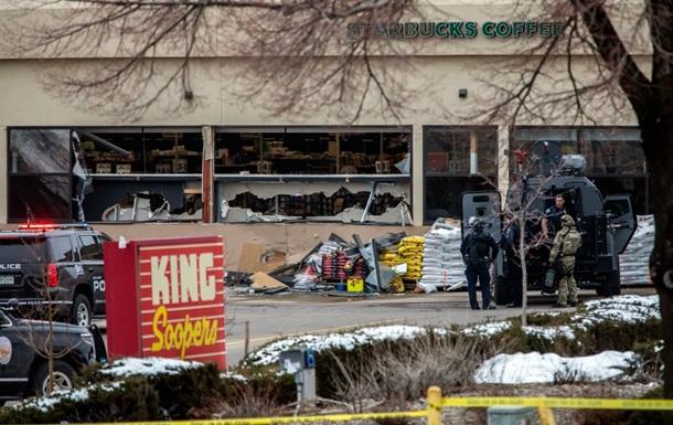 Внаслідок стрілянини біля супермаркету в США загинули 10 осіб