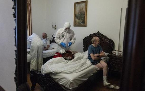 Власти Праги сняли роскошную гостиницу для больных COVID бездомных