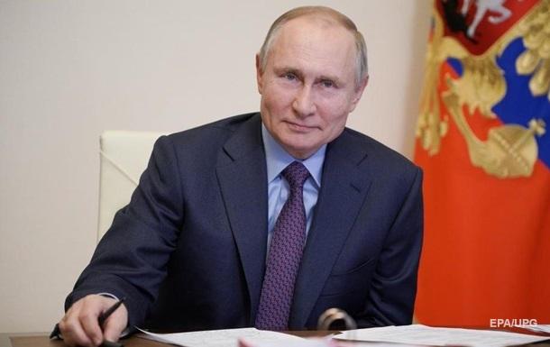 Песков объяснил непубличную вакцинацию Путина