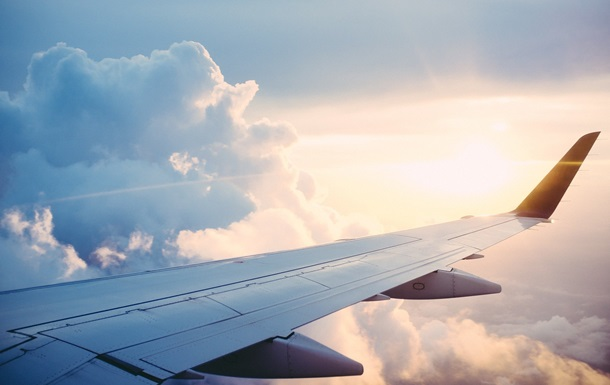 Украинскому лоукостеру разрешили летать чартерными рейсами