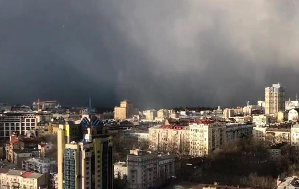 Снігова буря в Києві: опубліковано видовищне відео
