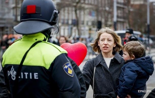 В Нидерландах карантин продлили еще на месяц