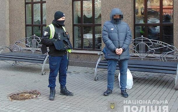 У Києві затримали шахрая, який виманив у пенсіонерки $7 тисяч