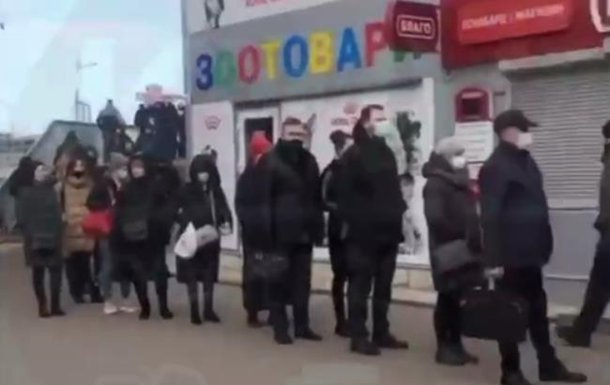 Карантин вызвал в Киеве очереди на транспорт
