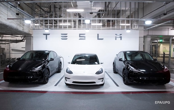 Tesla знижує вартість електрокарів
