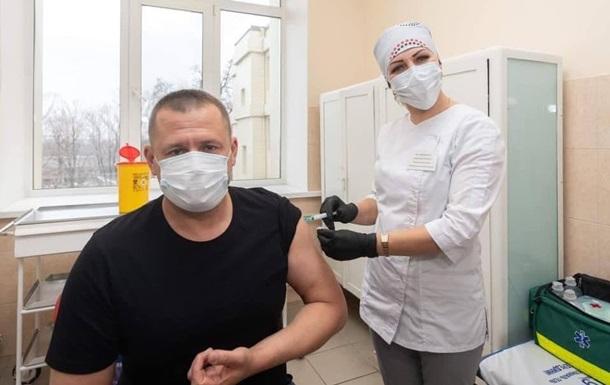 Від коронавірусу щепився перший український мер