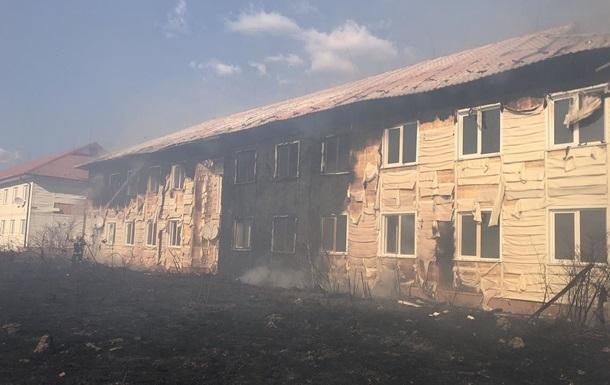 На Закарпатті масштабна пожежа: горять два будинки