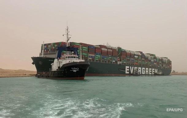 Судно перекрило Суецький канал. Які наслідки