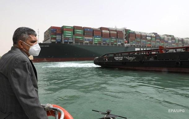 В Суэцком канале образовалась пробка из кораблей