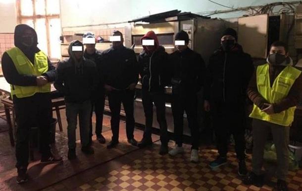 В Одесі нелегали у підпільному цеху пекли хліб