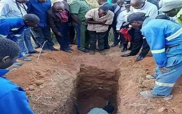 Чуда не случилось: в Замбии знахаря похоронили заживо